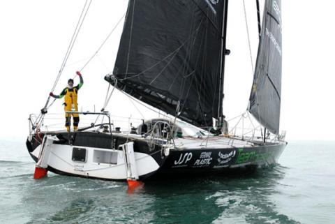 Le bateau du skipper Alessandro Di Benedetto aux couleurs de l'association TOM